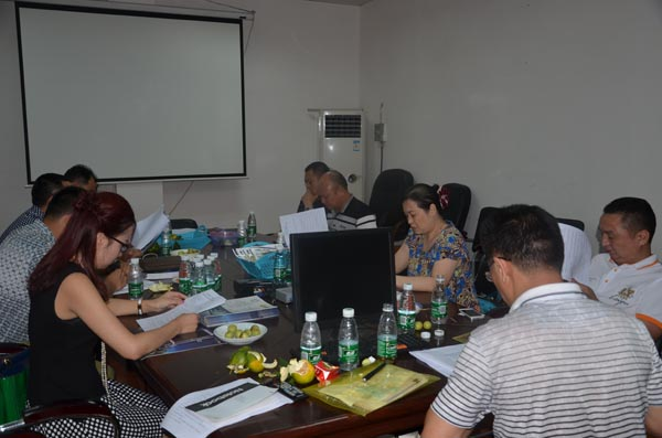 2014年9月28日晚上,2014年第三次会长办公会议在东莞厚街举行!